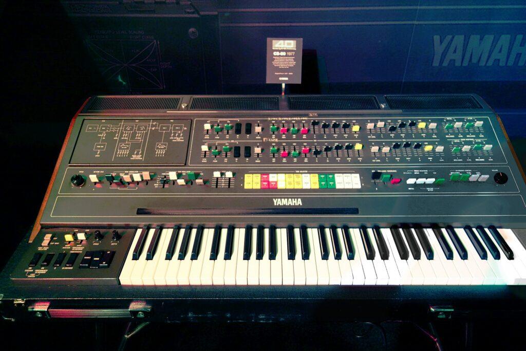Synthétiseur CS80 Yamaha (photo Pete Brown cc)